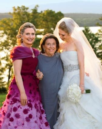 Hillary con su madre y su hija.
