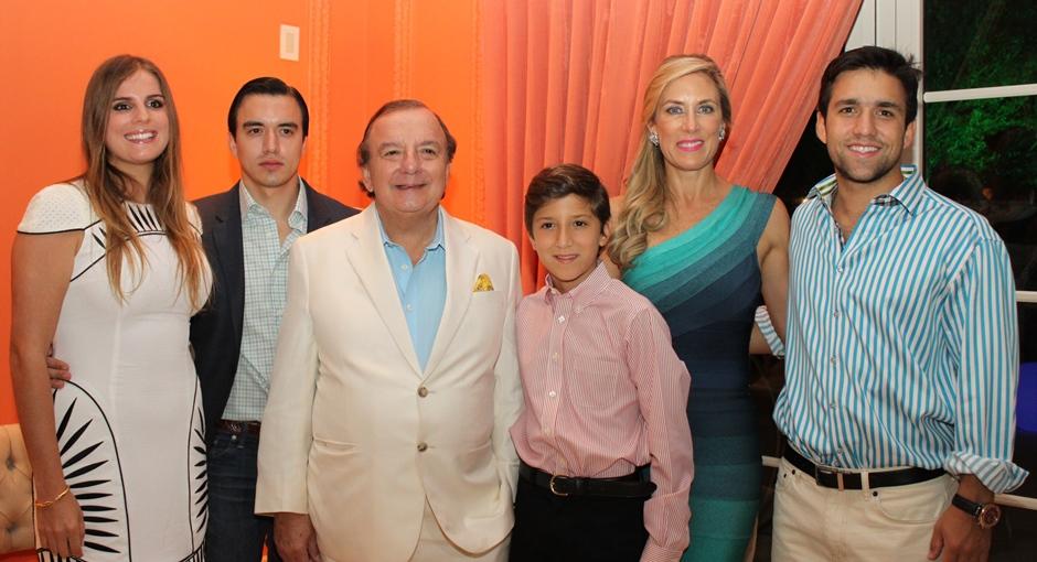 Anabella Azín junto a su familia