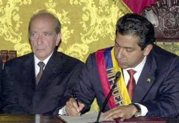 El ministro de Gobierno Raúl Baca Carbo con el Presidente Lucio Gutiérrez.