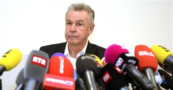 El técnico de la selección suiza de fútbol Ottmar Hitzfeld durante la conferencia de prensa en la que anunció a la escuadra que llevará al Mundial de Brasil el martes 13 de mayo de 2014 en Zurich. (Foto de AP/Keystone, Walter Bieri)