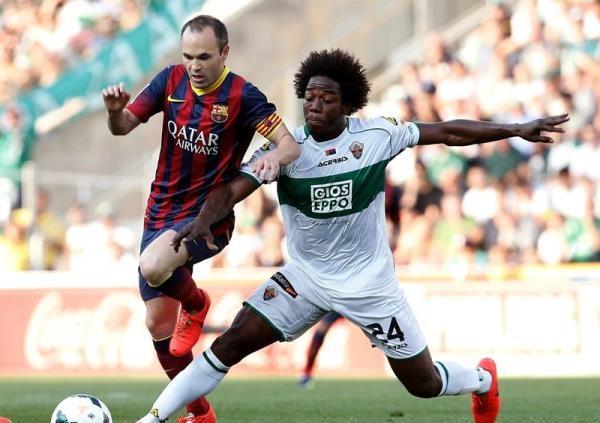 Foto de archivo. Iniesta en acción en un partido del FC Barcelona. Foto EFE.
