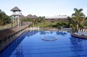 Otra vista de una de las piscinas del hotel.