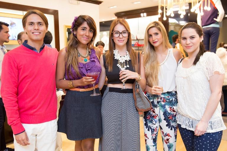 Fernando Chavarría, Grace Rodríguez, Maria José Paredes, Paola Aguilar, Ma.Teresa Noboa