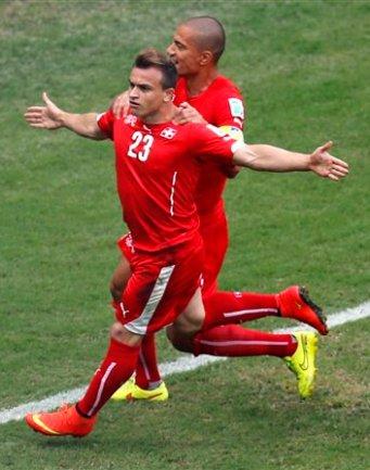 El jugador de Suiza, Xherdan Shaqiri (23), festeja un gol contra Honduras en el Mundial el miércoles, 25 de junio de 2014, en Manaos, Brasil. (AP Photo/Frank Augstein)
