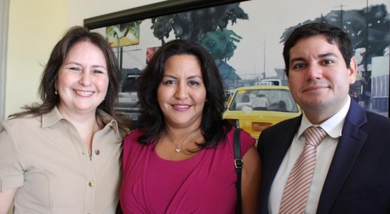 María Rosa Jurado, gerente de LaRepública, María Fernanda Egas, columnista y Luis Fernando Ayala, bloguero de LaRepública.