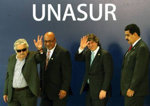 En Lima, diciembre de 2012, el presidente uruguayo José Mujica; su par de Surinam, Desiré Delano; el vicepresidente argentino Amado Boudou y su entonces homólogo de Venezuela, Nicolás Maduro. / ABC Color