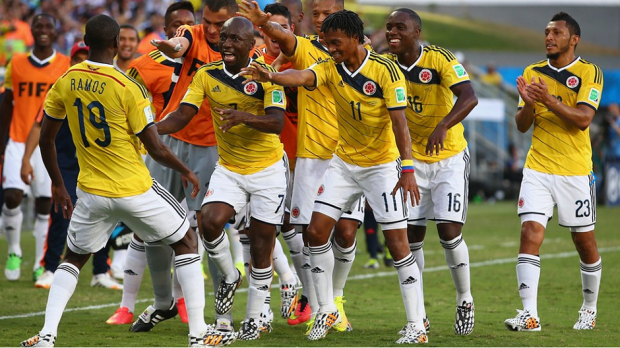 Jackson Martinez of Colombia (c) celebrates with teammates after scoring the 1-2 during the FIFA World Cup 2014 group C preliminary round match between Japan and Colombia at the Arena Pantanal in Cuiaba, Brazil, 24 June 2014.  (RESTRICTIONS APPLY: Editorial Use Only, not used in association with any commercial entity - Images must not be used in any form of alert service or push service of any kind including via mobile alert services, downloads to mobile devices or MMS messaging - Images must appear as still images and must not emulate match action video footage - No alteration is made to, and no text or image is superimposed over, any published image which: (a) intentionally obscures or removes a sponsor identification image; or (b) adds or overlays the commercial identification of any third party which is not officially associated with the FIFA World Cup) (Brasil, Mundial de Fútbol) EFE