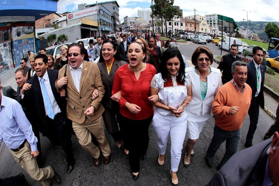 El bloque legislativo de Alianza PAIS, encabezado por la presidenta de la Asamblea Nacional,  Gabriela Ribadeneira, acude a la Corte Constitucional, el 26 de junio de 2014, para plantear 17 enmiendas a la Constitución de Montecristi . API/ JUAN CEVALLOS.