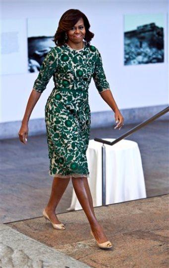 5 de mayo del 2014, Michelle Obama llega al Museo de Arte Metropolitano de Nueva York para inaugurar la galería del traje Anna Wintour. (AP Foto/Bebeto Matthews, Archivo)