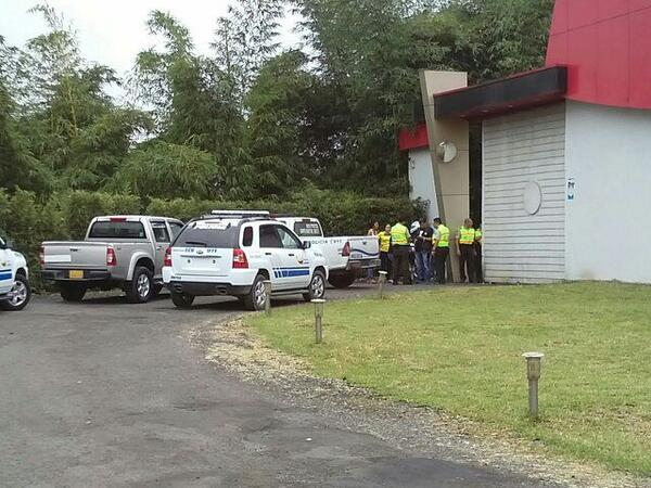Exteriores del motel en Santo Domingo de los Tsáchilas donde la madrugada del sábado murieron siete jóvenes.
