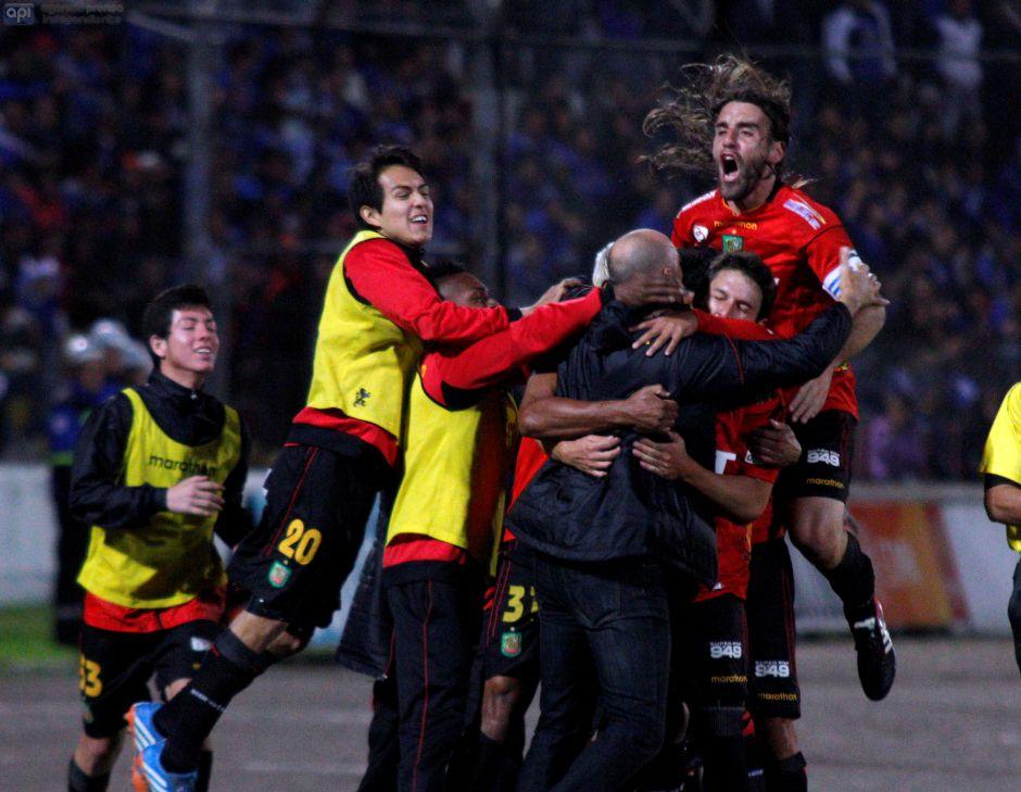 Deportivo Cuenca vence 1-0 a Emelec. Julio 18 de 2014. API