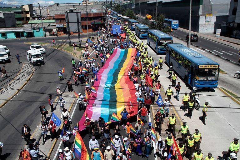 Marcha indígena contra la ley de Aguas se dirige desde el sur de Quito  hasta el Parque del Arbolito. API/Juan Cevallos