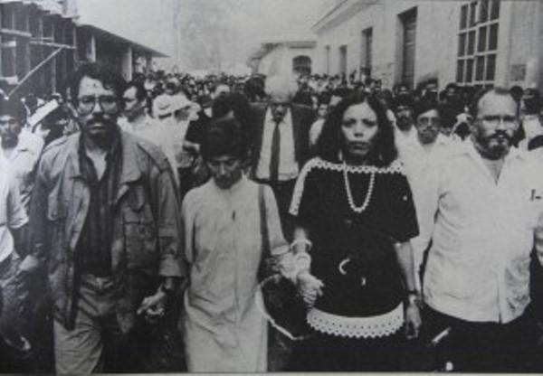 1980. Daniel Ortega, coordinador de la Junta de Gobierno Sandinista, y su  mujer, Rosario Murillo.