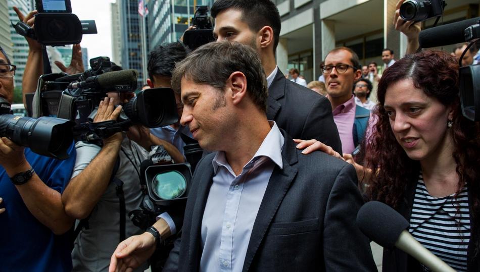 Axel Kicillof, ministro de Economía de Argentina, sale de una negociación con acreedores el miércoles 30 de julio del 2014 en Nueva York. (Foto AP/Craig Ruttle)