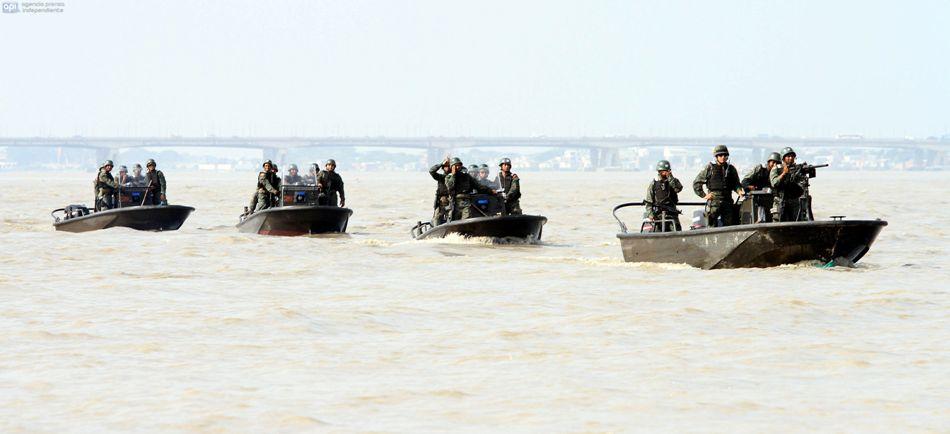 """A orillas del rio Guayas, se realizó el desfile Náutico Militar denominado """"Cuando eramos España"""" este como homenaje a Guayaquil en sus 479 años de fundación. Foto: Duham/API"""