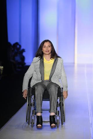 Personas con algún tipo de discapacidad participan en una pasarela de la Feria Intermoda. EFE/STR