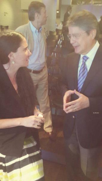 La periodista cubana Yoani Sánchez, y el excandidato presidencial ecuatoriano Guillermo Lasso, en el VII Foto Atlántico, el 8 de julio de 2014. Foto tuiteada por la cuenta de @lassoguillermo.
