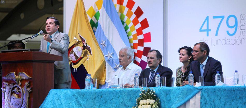 El gobernador Rolando Panchana, el 25 de julio de 2014. En la mesa directiva, El Fiscal Galo Chiriboga, el Contralor Carlos Pólit, la vicepresidenta de la Asamblea Marcela Aguiñaga, y el vicepresidente Jorge Glas. API/Duham
