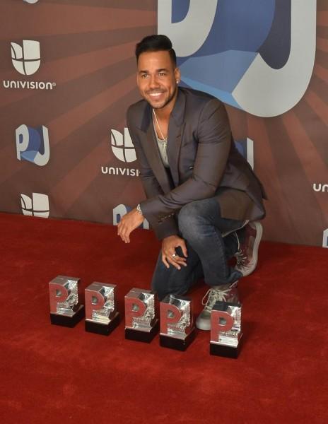 Romeo Santos posa en los Premios Juventud. EFE/Gastón de Cárdenas