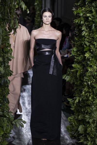 """Creaciones de """"Haute Couture"""" Otoño- Invierno 2014-2015 de los diseñadores italianos Maria Grazia Chiuri y Pier Paolo Piccioli para la Casa Valentino. EFE/ETIENNE LAURENT."""