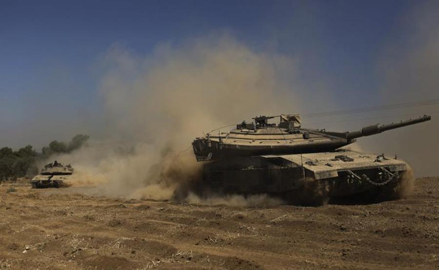 Tanques de Israel se acercan a la franja de Gaza, este viernes 1 de agosto. Foto: EFE