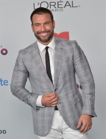 Rafael Amaya a su llegada para la entrega de los Premios Tu Mundo. EFE/Gaston de Cardenas