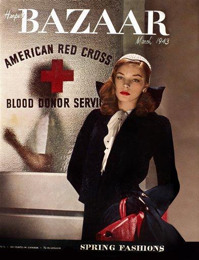 Lauren Bacall decora la portada del número de Harper's Bazaar de marzo de 1943, en esta imagen difundida por Hearst. (AP Foto/Hearst)