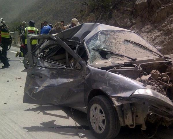 Choque en Guayllabamba, tras sismo. Foto tuiteada por la cuenta de InformativosGamaTV, el 16 de agosto de 2014.