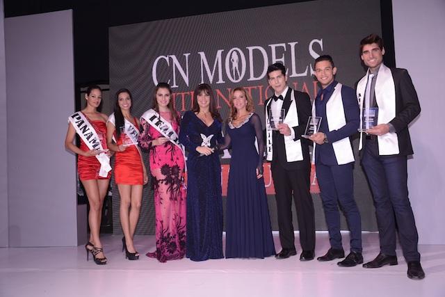 Ganadores y finalistas del CN Models International Search junto a Cecilia Niemes e Isabel Bucaram.