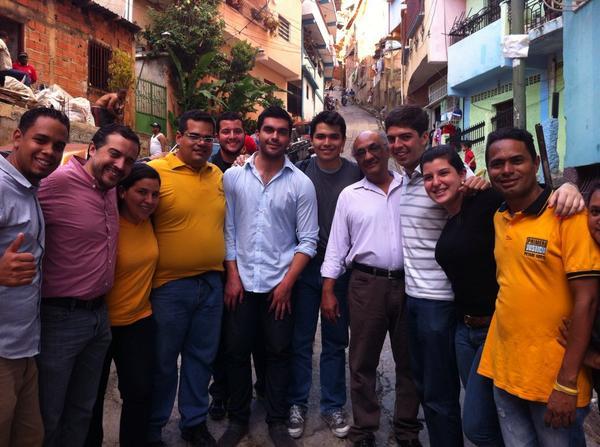 Juanto a @Pr1meroJusticia @EmersonJCS @andreschola @ManzanoLuis haciendo casa a casa en Petares, Caracas!