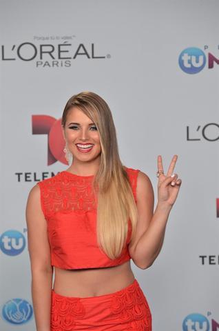 Kimberly Dos Ramos posa a su llegada para la entrega de los Premios Tu Mundo. EFE/Gaston de Cardenas