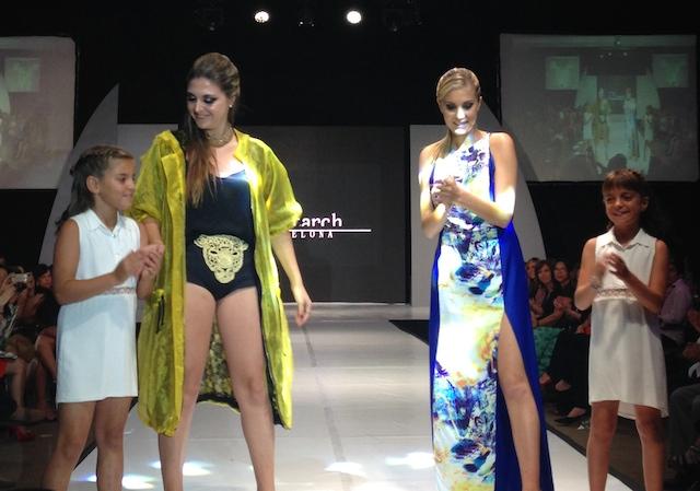 Gemma Pitarch (segunda desde la izquierda) junto a sus creaciones