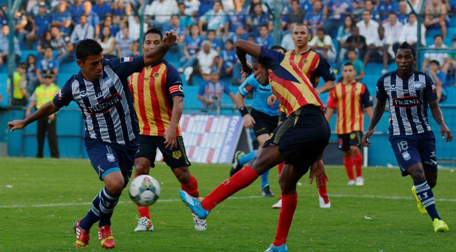 Guayaquil 26 de Agosto del 2014. Emelec enfrenta al Aguilas Doradas de colombia por la copa Sudamericana. Fotos: Marcos Pin / API