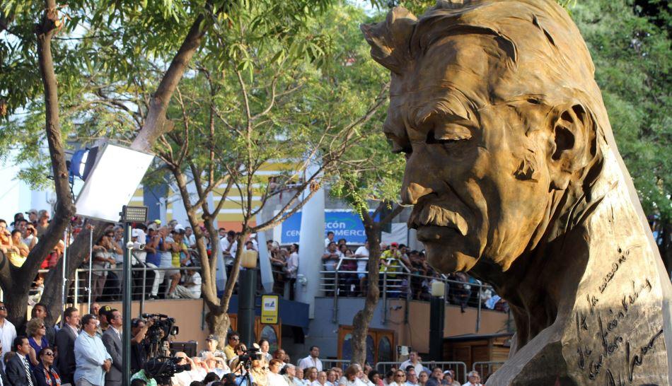 Guayaquil, miércoles 27 de agosto de 2014. Se develó el busto de Leon Febres Cordero, ubicado en un sector del malecón Simón Bolivar en Guayaquil Foto API/Duham