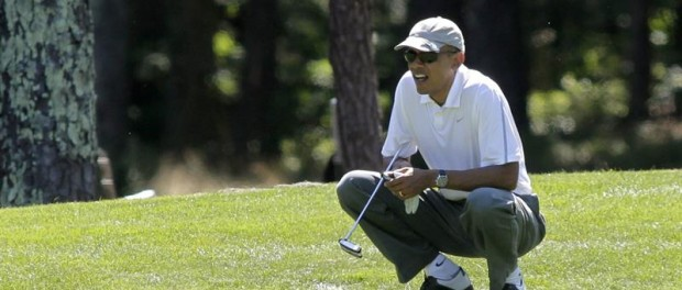Obama jugando golf en EFE/EPA/Matthew Healey / POOL