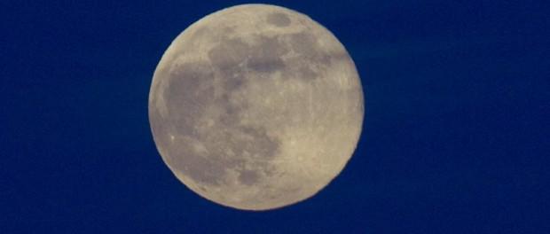 Vista de la Superluna en Santo Domingo (República Dominicana). EFE/Orlando Barría