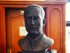 Busto de Manuel Antonio Muñoz Borrero, del artista Howard Taikeff. Foto cortesía de la USFQ.