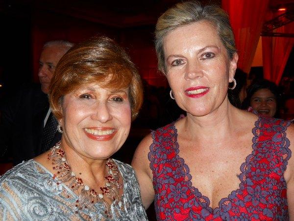 Rosa Amelia Alvarado y Carla de Patiño.