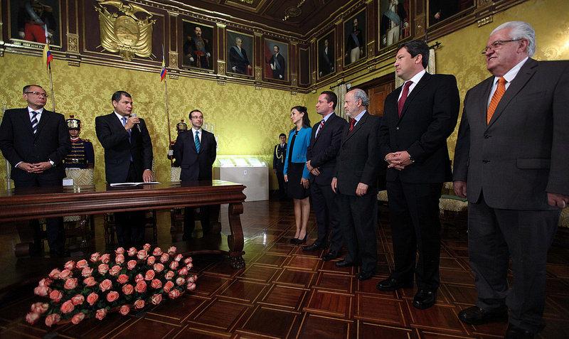 Quito, 26 de septiembre de 2014.- El Presidente de la República, Rafael Correa, posesiono a varios Ministros de Estado en el Salón Amarillo del Palacio de Carondelet. Foto: Santiago Armas/Presidencia de la República.