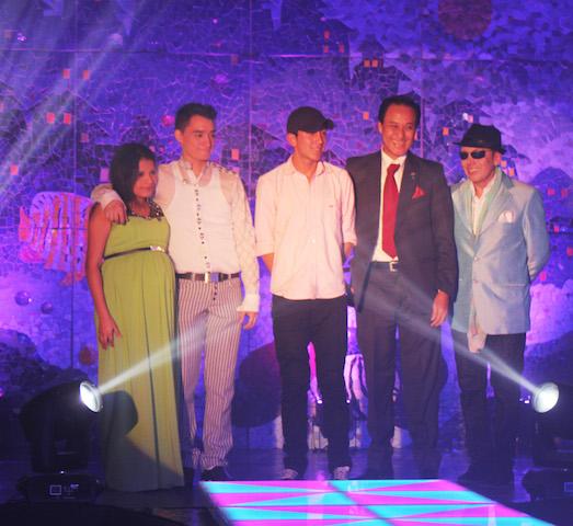 Staff de diseñadores de la selección de trajes típicos. De izquierda a derecha: Lorena Castillo, Jefferson Vera, David Heads, Julio Asang y Luis Tipán