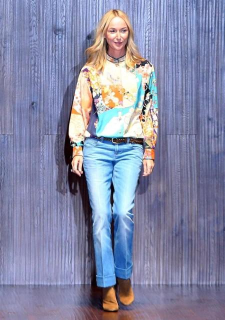 La diseñadora italiana Frida Giannini saluda en la pasarela tras presentar sus creaciones de la colección primavera-verano 2015 para la firma Gucci. EFE/Matteo Bazzi