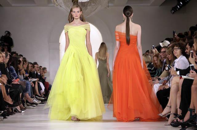 Una modelo presenta piezas de la colección de Ralph Lauren en la Semana de la Moda en Nueva York. (Foto AP/Richard Drew)