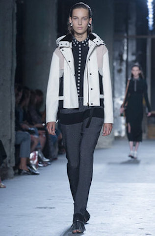 Una modelo luce un diseño de Proenza Schouler en la Semana de la Moda de Nueva York. John Minchillo - AP
