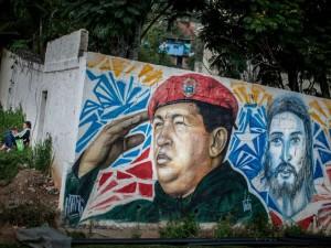 Detalle de una pared con un grafiti del fallecido presidente venezolano Hugo Chávez hoy, lunes 1 de septiembre de 2014, en el sector popular 23 de enero, en Caracas (Venezuela). EFE/Miguel Gutiérrez