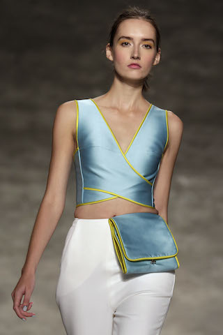 Una modelo durante la presentación de Angel Sánchez en la Semana de la Moda de Nueva York. (AP Foto/Richard Drew)