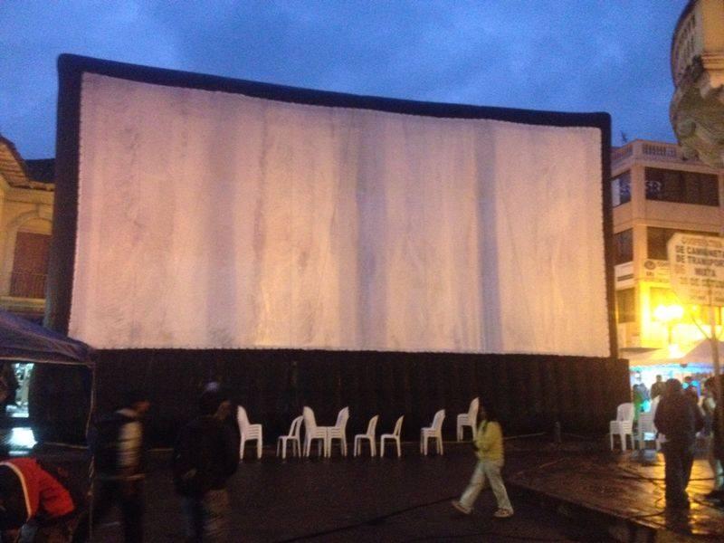 Pantalla gigante en Cayambe. Facebook: Festivalceal