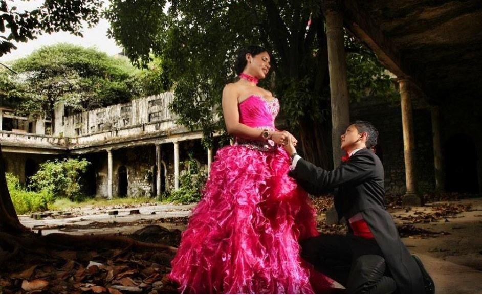 Diane Rodríguez junto a su pareja, Nicolás Guamanquispe, en una sesión de fotos por la celebración de su unión de hecho, en septiembre de 2014. Foto de la cuenta de twitter de Diane Rodríguez.