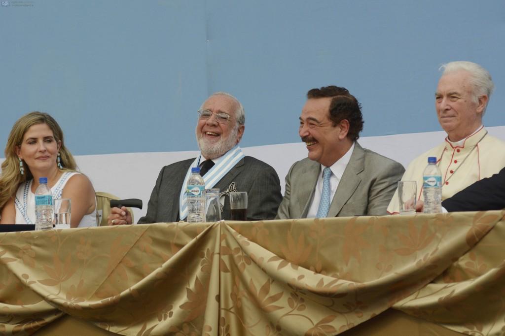 De izquierda a derecha: la vicealcaldesa Domenica Tabacchi, el expresidente Gustavo Noboa, el alcalde Jaime Nebot y el Monseñor Antonio Arregui.