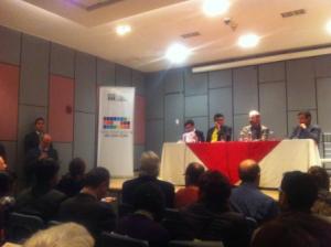 El Ministro de Cultura, Francisco Borja, inaugurando el homenaje a Donoso Pareja. Foto La República.