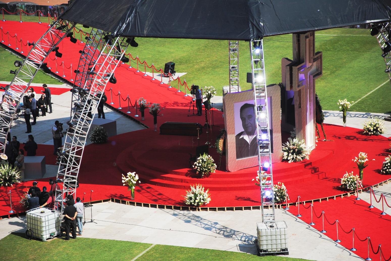 Funeral de Chespirito, en el Estadio Azteca, de México, el 30 de noviembre de 2014. Foto de Xavier López Jurado.